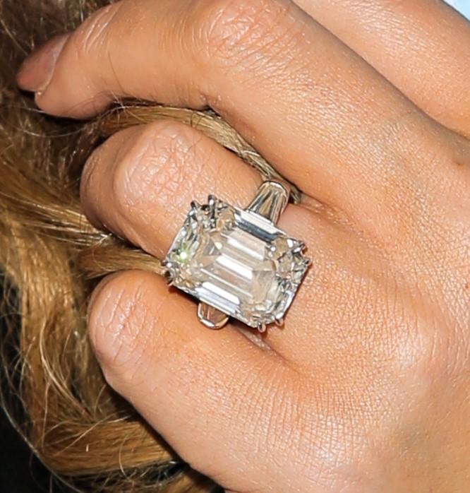 Mariah Carey's 35-carat Bling