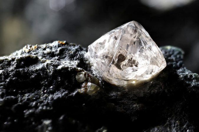 What Are Raw Diamonds? How Do You Incorporate Raw Diamonds into Your Engagement Ring Design?